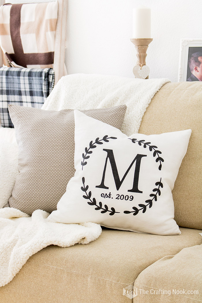 How to Make a Monogrammed Zippered Pillow Cover Fun