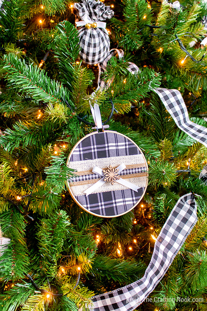 Cute Buffalo Plaid Embroidery Hoop Christmas Ornament
