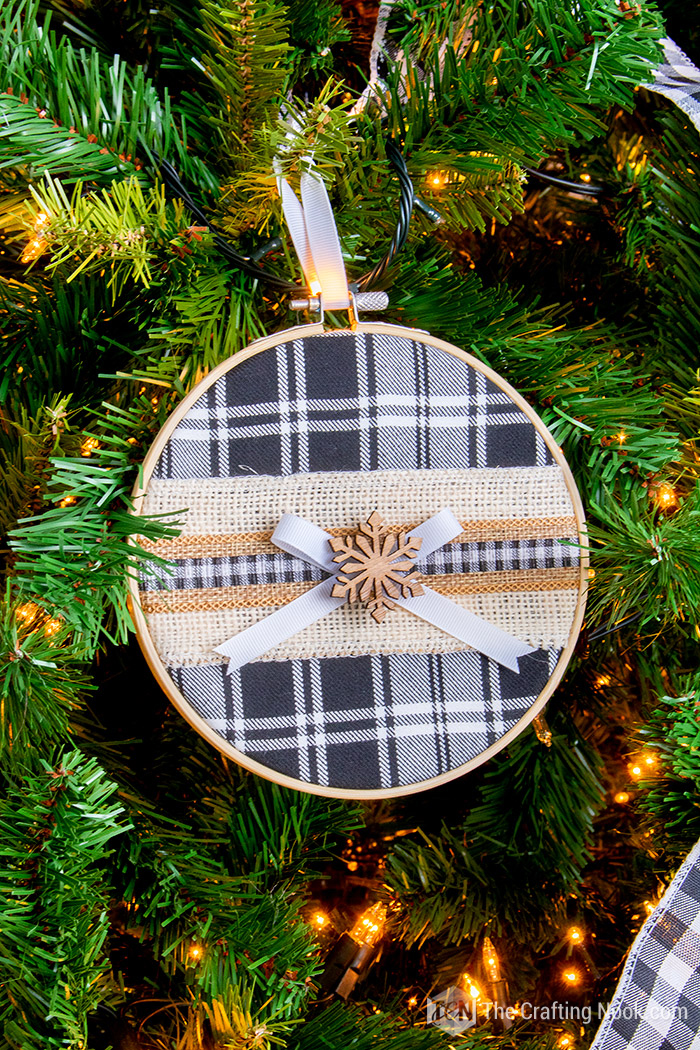 Easy Buffalo Plaid Embroidery Hoop Christmas Ornament