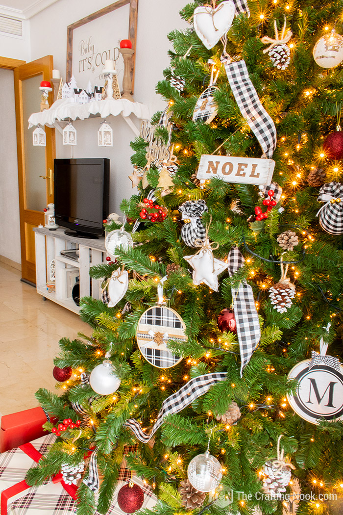 Black and White Buffalo Check Christmas Tree Mantel