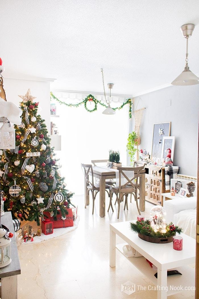 Black and White Buffalo Plaid Christmas Home Tour Living Room 1