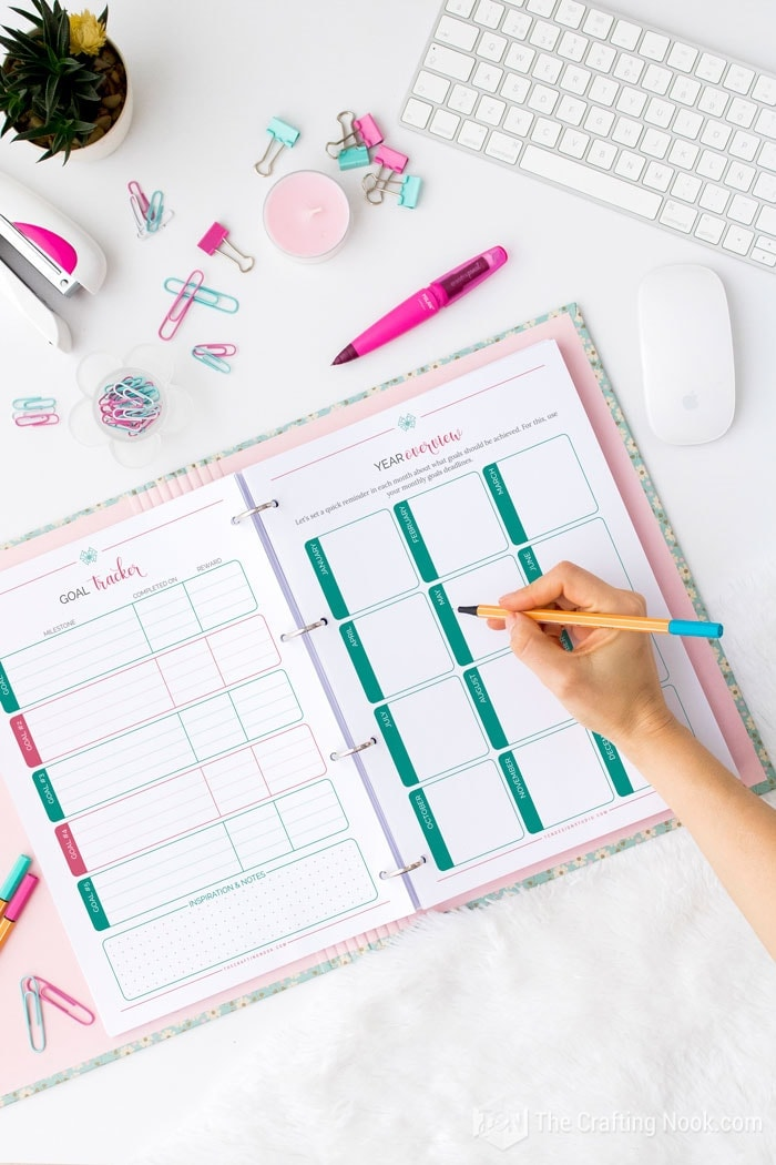 Goal setting tracker and the year overview sheets help you stay on track and reward your self.