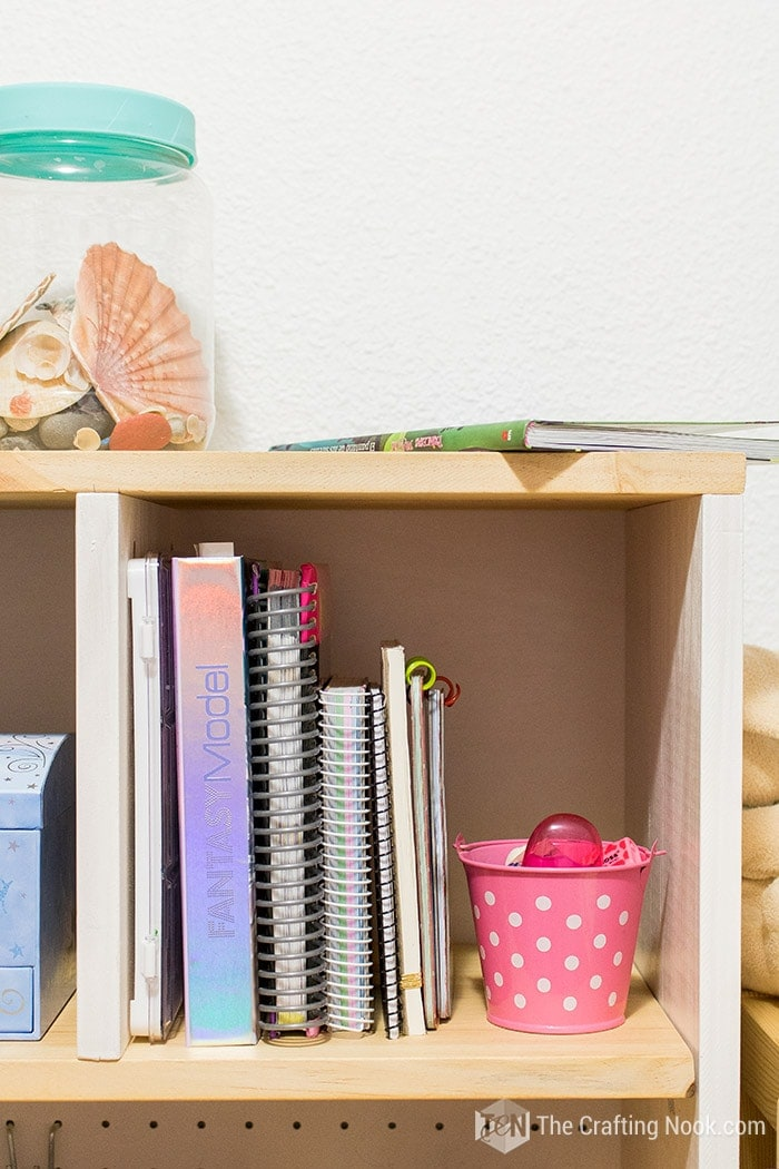 DIY Floating Desk for Kids. Pretty and Decorative