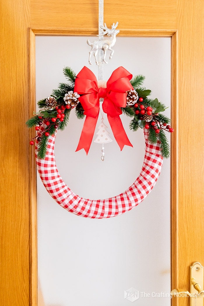 Make a beautiful Christmas wreath within minutes.