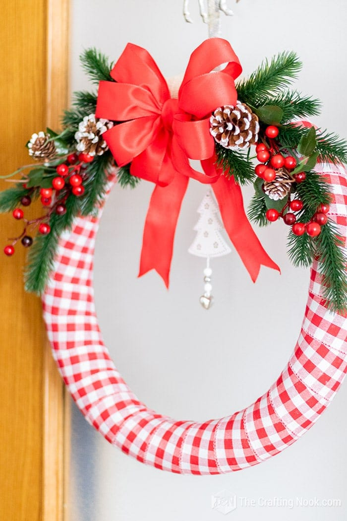 Gorgeous Red and white Wreath for this Holidays!