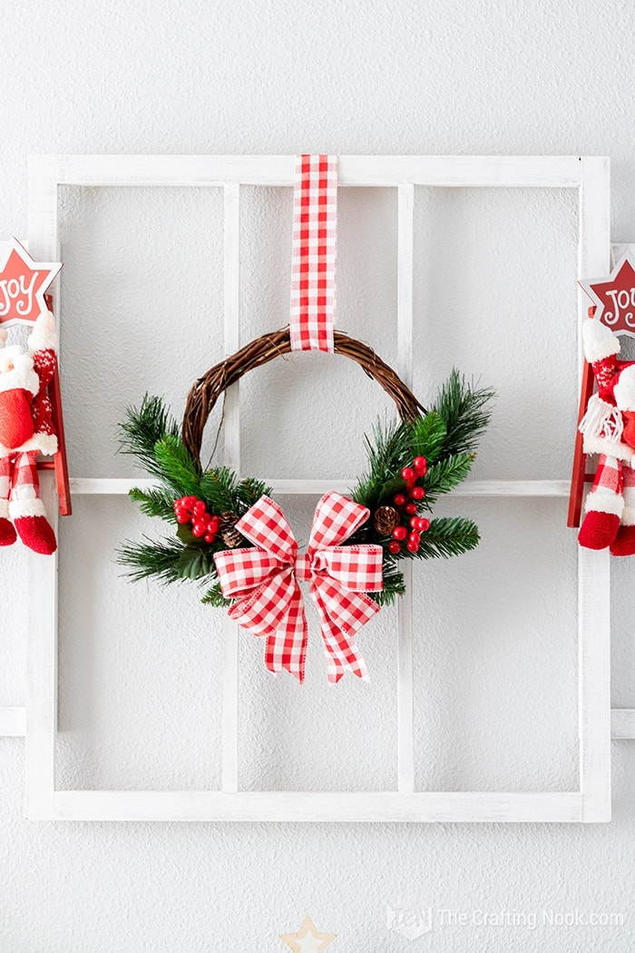 How o Make a Red and White Rustic Wreath
