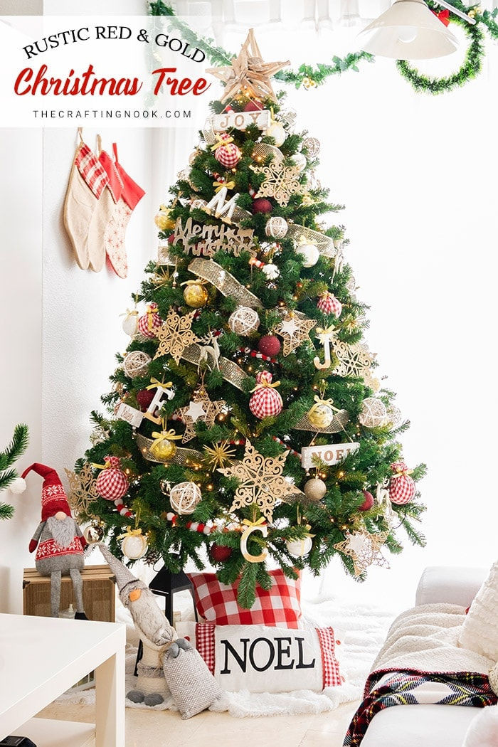 Lovely and rustic Christmas tree with Champagne and red colors
