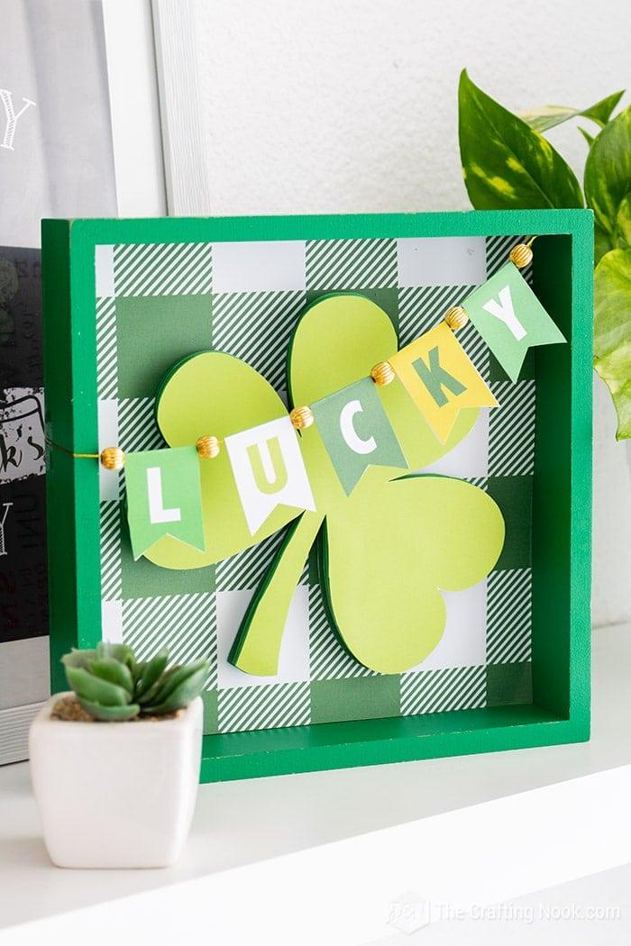 DIY Cute Lucky Shamrock St. Patrick's Day Frame